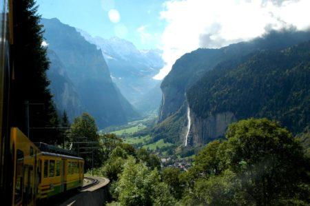 Pemandangan Paling Indah Dari Kereta Api